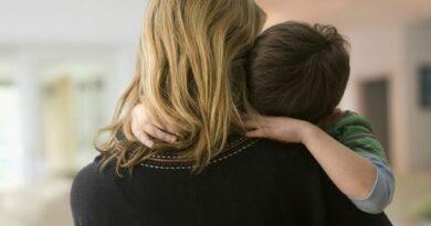 Самохрана мајка са петоро деце доживела је претње, уцене и дискриманицију од стране СНС власти