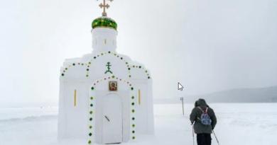 Капела од сњега и леда у Русији