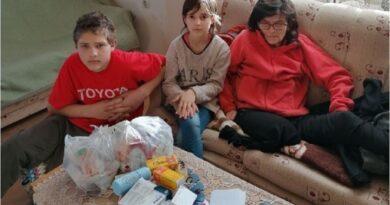 НИКАД ТУЖНИЈА ПРИЧА Мајка преминула, отац отишао, а њих двоје се сами брину о баки инвалиду!